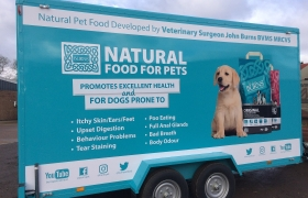 Natural-Food-For-Pets-2-Barker-Sign-Services-Car-Trailers9_
